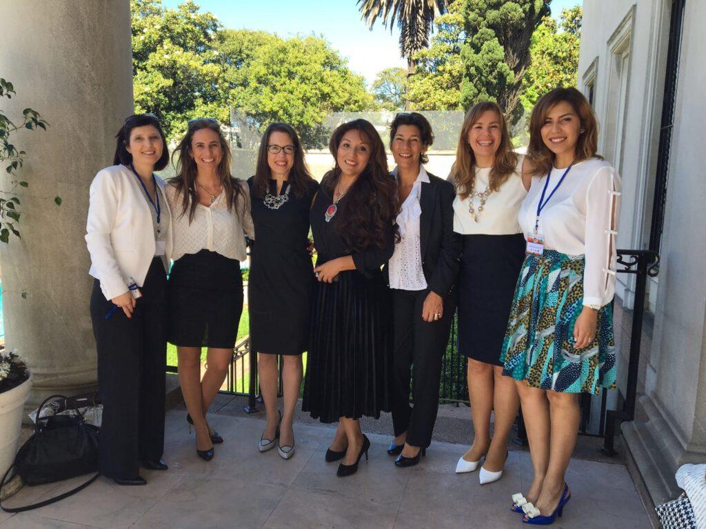 Con la Excma Embajadora de los EEUU en Uruguay Sra. Kelly Keiderling Cynthia Hellen y empresarias en Uruguay. Evento Seminario Mas Emprendedoras OMEU. Noviembre 2017