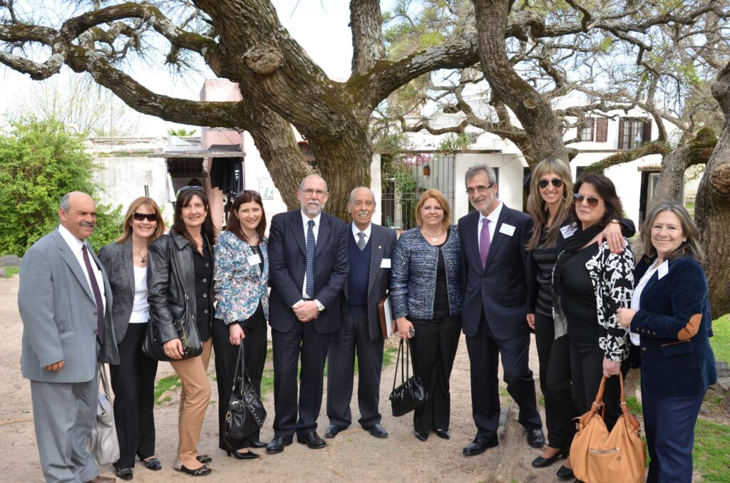 Con responsables y expertos de Protocolo de Presidencia Intendencia de Canelones Flores BROU-MEC-CEIP Palacio Legislativo junto a Carlos Fuente Lafuente. 2014
