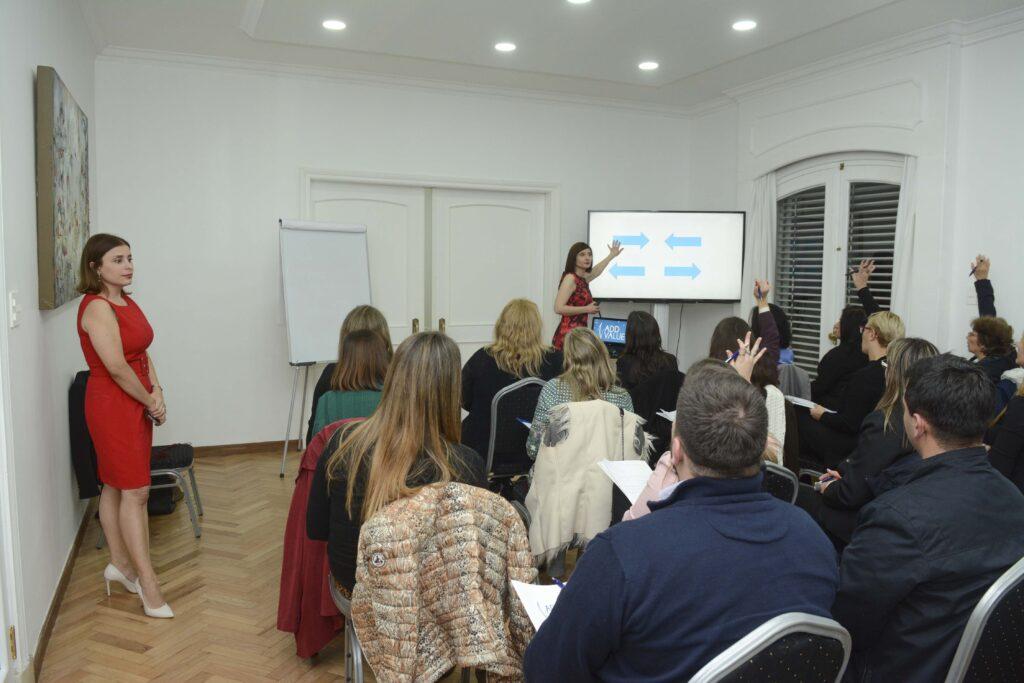 Segundo día del Workshop El Poder de la Presencia de Alto Impacto que brindaron la Mag. Luciana Andión y la Asesora de Imagen Alba Blustein Agosto 2018