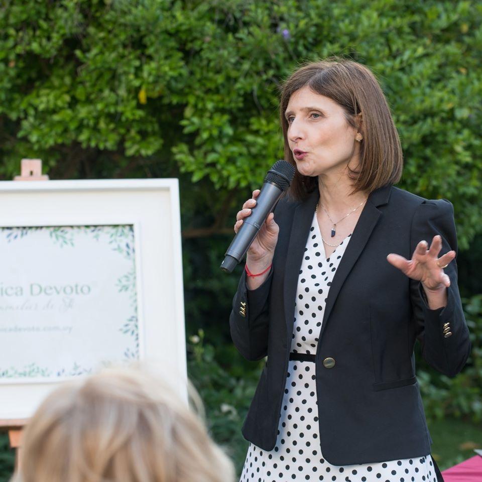 Exposición etiqueta del té. Residencia de la Embajada Británica con Mónica Devoto, Noviembre 2019
