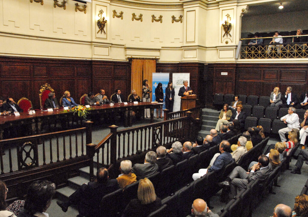 Firma de Convenio en UDELAR con presencia del Presidente Dr. Tabaré Vázquez 2010
