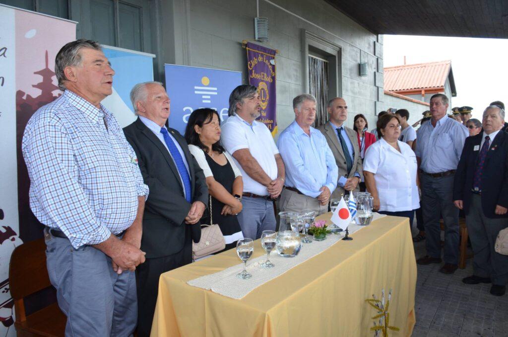 La embajadora de Japón en Uruguay Keiko Tanaka hace entrega de ambulancia-a la Policlínica de Soriano 2017