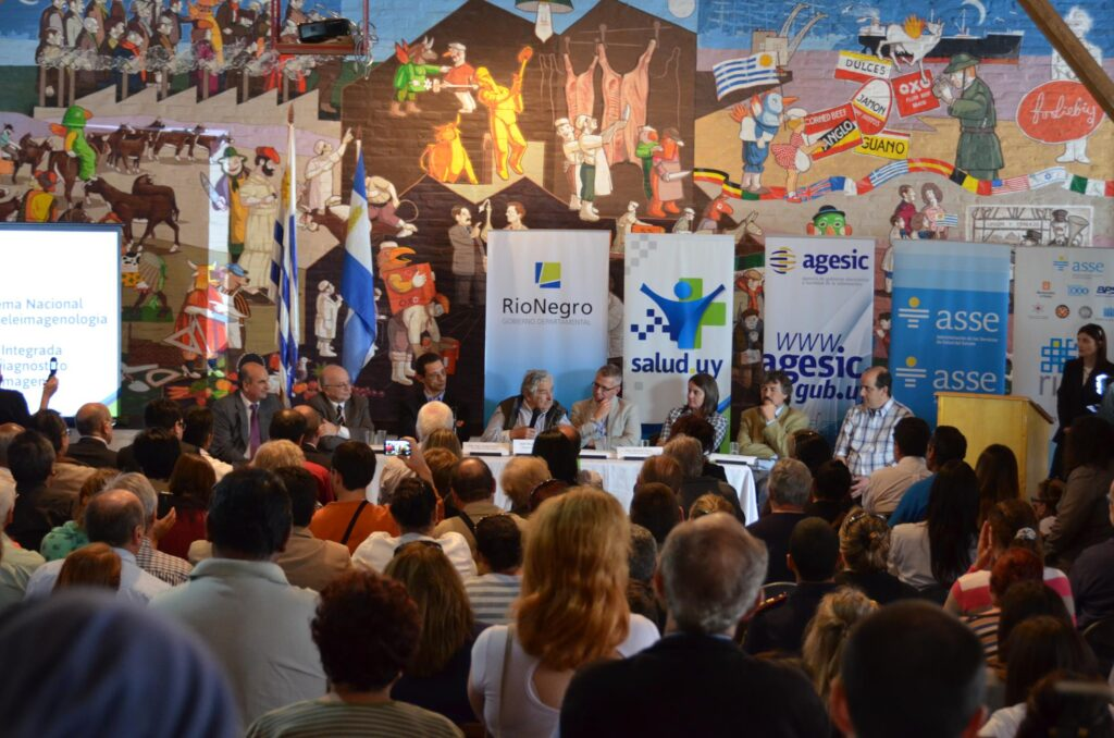 Visita del Presidente Sr. José Mujica a Rio Negro mesa de autoridades con el Intendente 2014
