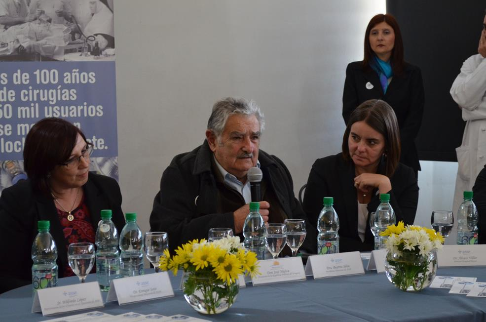 Visita del Presidente Sr. José Mujica al Hospital Maciel 2013
