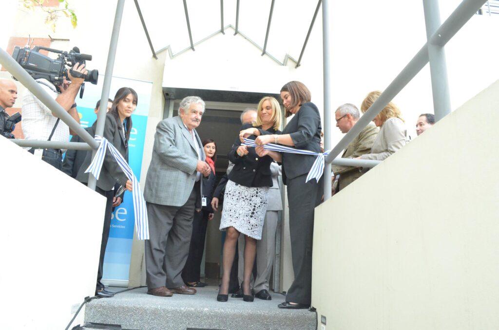 Presidente Sr. José Mujica visita el Banco de leche del Pereira Rossell 2013